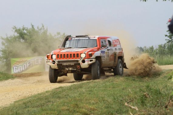 Ultimate Dakar within sight of podium