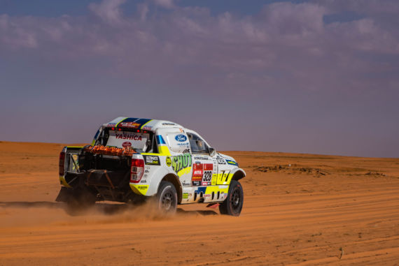 "Gallery image ""Rest day"" turns into heroic fight for Ultimate Dakar"